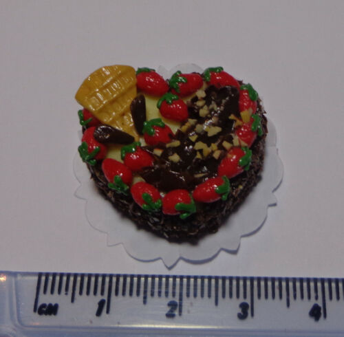 H2 1:12 Scale Heart Cake With White Strawberry