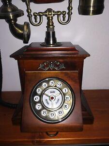 Telefono-stile-retro-con-sportello
