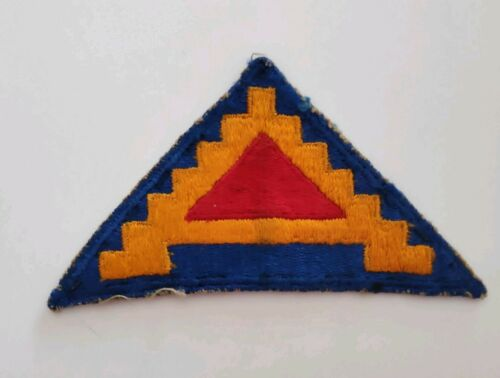 WWII 100/% ORIGINAL. Patch US 7th Army cut Edge porté