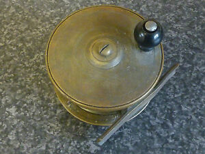 VINTAGE-BRASS-FLY-FISHING-REEL-WITH-BLACK-KNOB