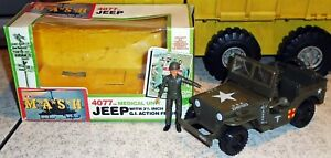 RARE-1982-MASH-Jeep-amp-Action-Figure-WITH-HELMET-4077th-M-A-S-H-MIB-Tristar-Set
