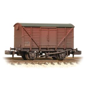 Graham-Farish-377-628B-N-Gauge-BR-12t-Ventilated-Van-Plywood-Doors-Weathered