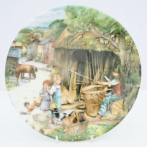 Royal-Doulton-Bone-China-Old-Country-Collector-039-s-Crafts-Plate-Basket-Maker