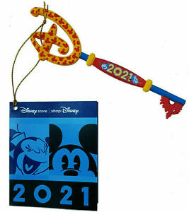 Disney Store 2021 Mickey & Minnie Key - Complete With Original Hanging Tag
