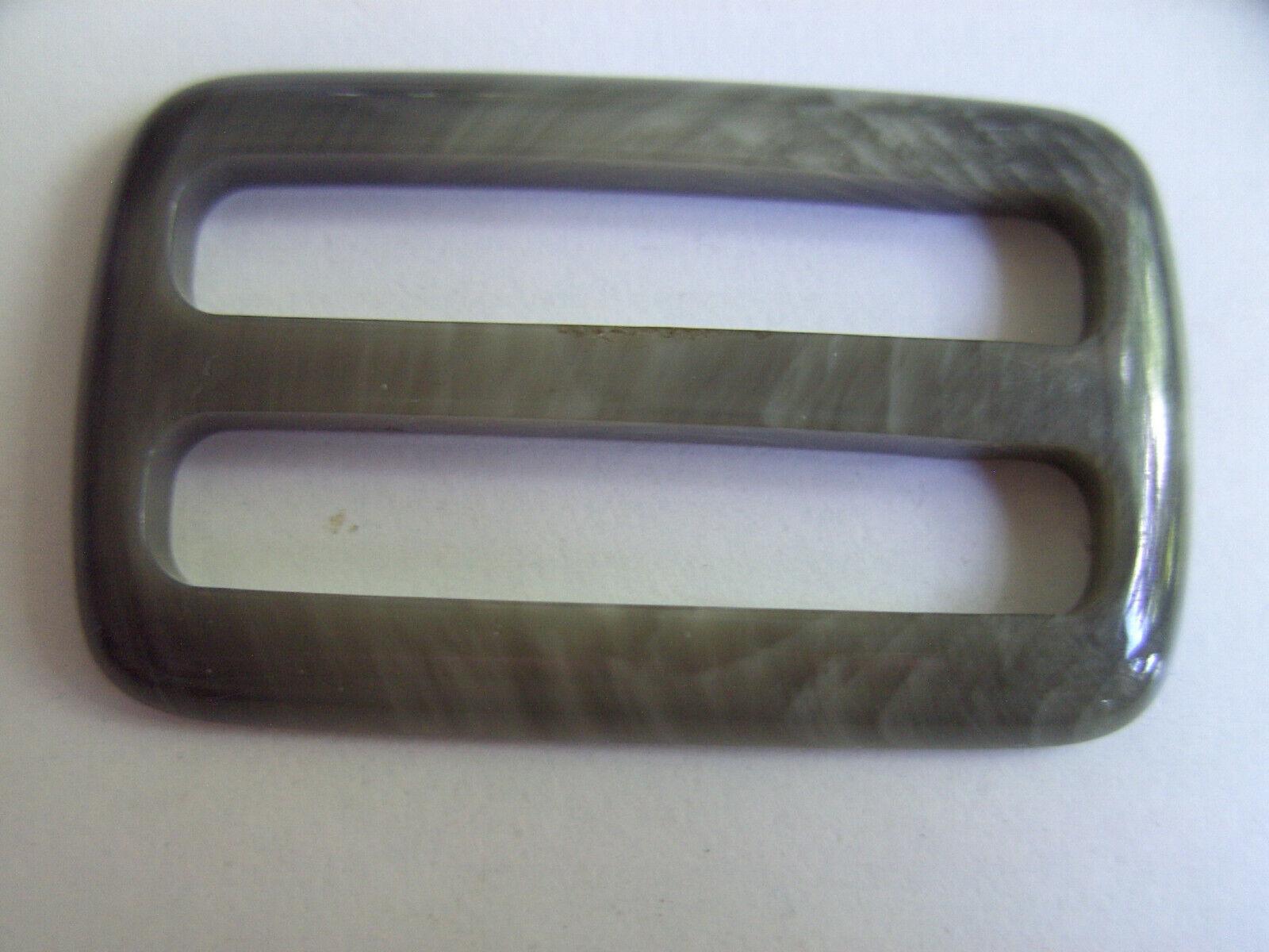 1 schöne rechteckige Gürtelschnalle, Kunststoff grün olive 6,3x3,8 cm 5 cm innen