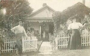 C-1910-Victorian-Couple-Entrance-pretty-Cottage-garden-RPPC-Photo-Postcard-5368