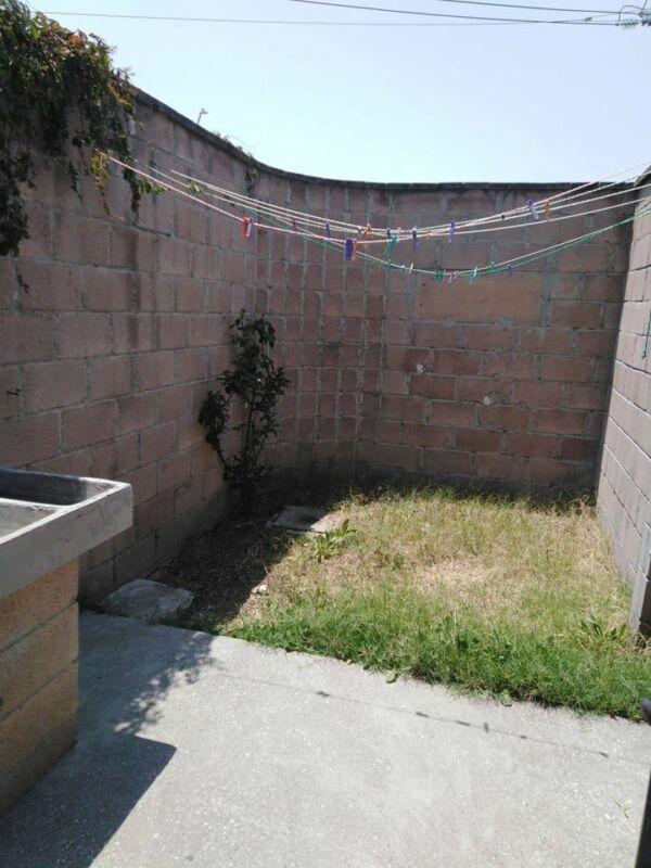 En venta Casa de 3 Recamaras sobre ave. comercial, Hacienda del Bosque, Tecámac