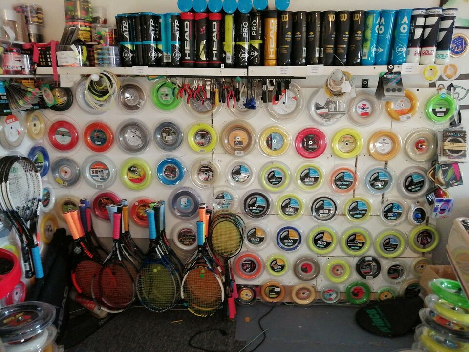 Tennisketsjerstrenge, Opstrengning