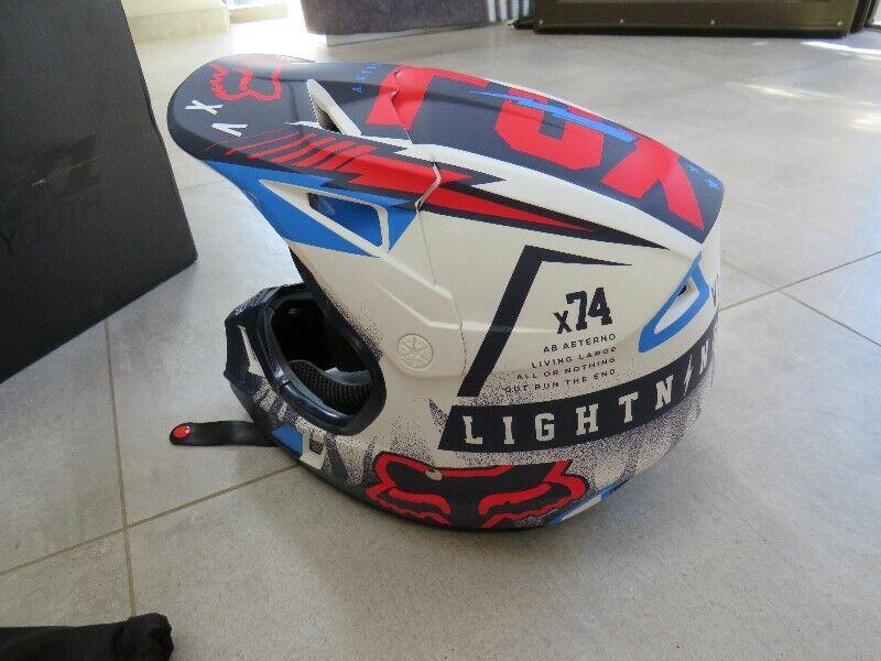 New Fox Youth  V1 Helmet Size Large