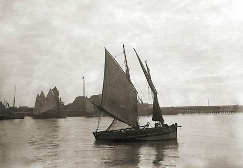 repro Bretagne Bateau Voilier Sortie du Port Mer XXe deb Photo Ancienne