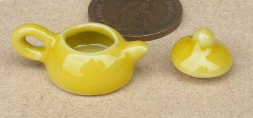 1:12 Scale Yellow Ceramic Teapot Tumdee Dolls House Kitchen Drink Accessory Y34