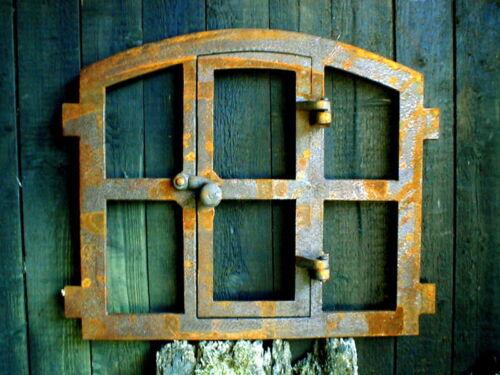 Eisenfenster Fenster aus Eisen mit Tür ländlich antik Gusseisen Stallfenster