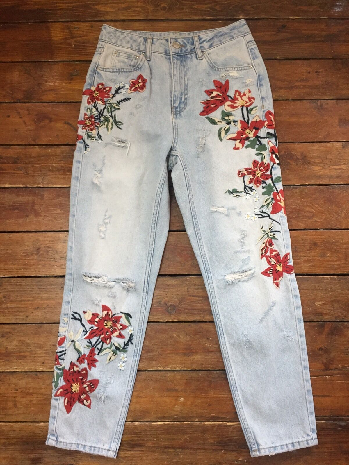 Topshop Moto  Mom Jeans Embroidered Floral Ripped bluee Sz 8 W26 Fit L30.    G58