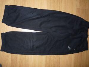 Détails sur Pantalon survêtement noir Nike taille 1012 ans