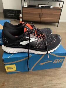 Size 10.5 Men's Black Running Shoes Men