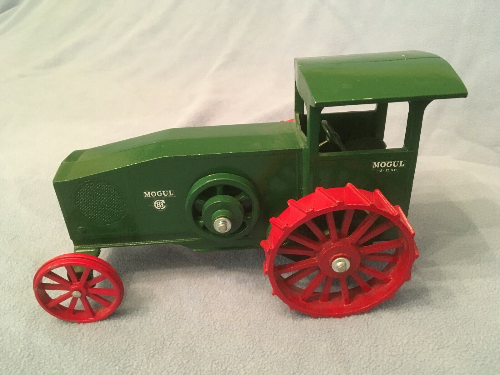 Vintage International MOGUL 12-25 Gas Engine Tractor Scale Model 1 16