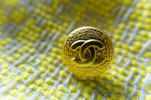 Authentic-Chanel-Buttons-6-pieces-gold-toned-16-mm-0-6-inch-logo-cc