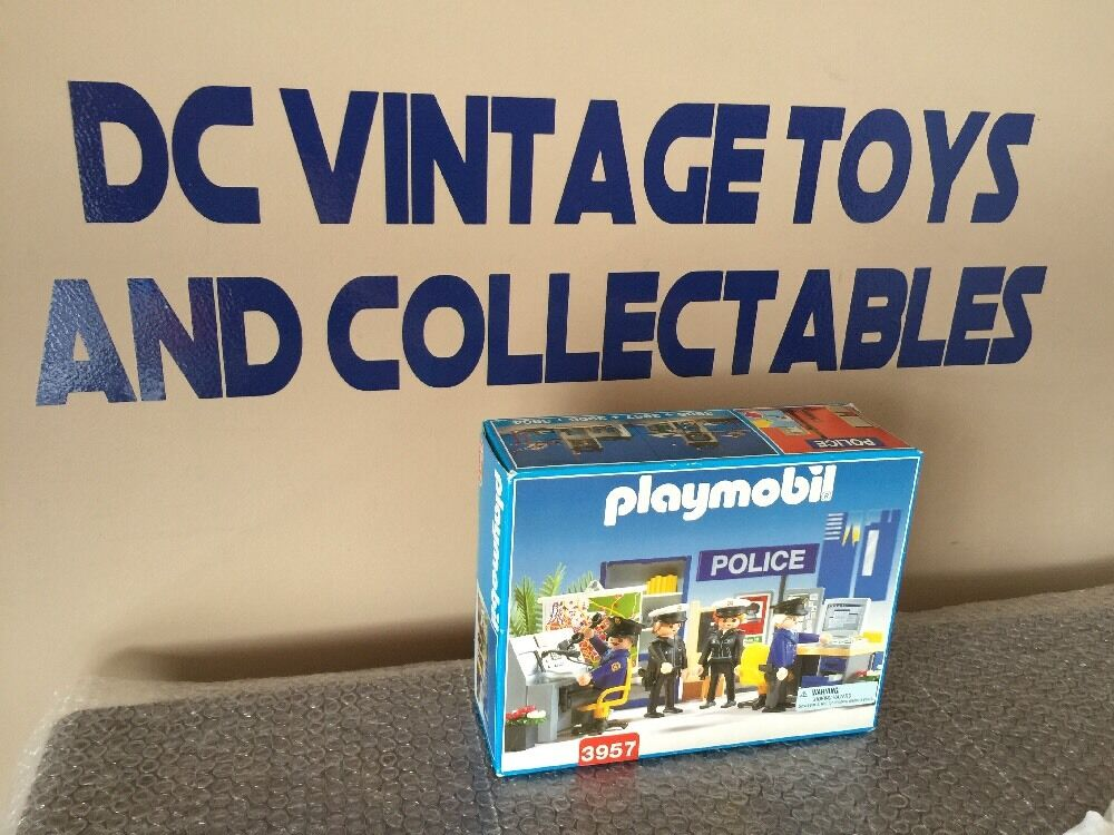 Vintage 1997 Very rare playmobil set 3957 police brand new Factory Sealed