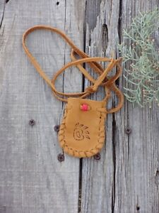Drawstring-neck-pouch-with-bear-totem-Leather-medicine-bag-Crystal-bag