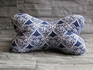 Modell-Herzen-blau-Leseknochen-Nackenkissen-Stuetzkissen-Reisekissen-Neck-Pillow