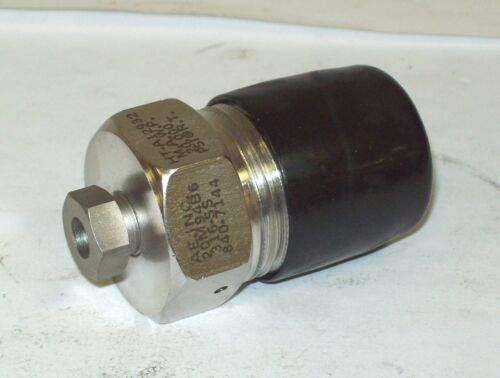 """Autoclave Engineers Stainless Steel 9//16/"""" Male x 1//4/""""  Female Adapter 20M94B6"""