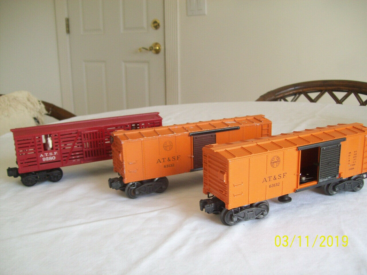 Lionel ATSF 63132 Boxcars (2 -- 1 Operating) and ATSF 9280 Cattle Car
