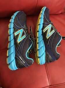 EUC New Balance 750v2 Blues Running Shoe  Sz. 9