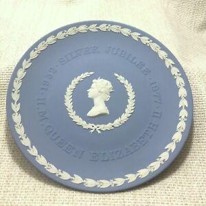 1977-Wedgwood-Jasperware-Plate-Queen-Elizabeth-II-Silver-Jubilee-Memorabilia
