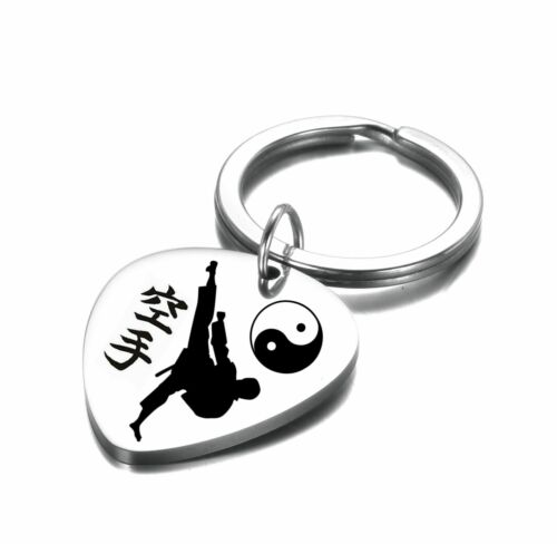 Karate Kampfsport Schlüsselanhänger Plektrum  Edelstahl Gravur Farbe Silber