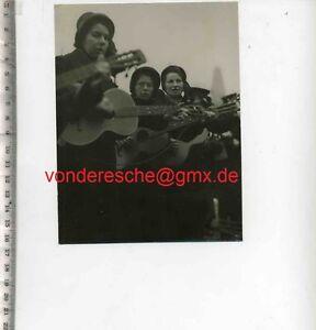 ORIGINAL-PRESSEFOTO-SANGERINNEN-der-HEILSARMEE-50gerJahre