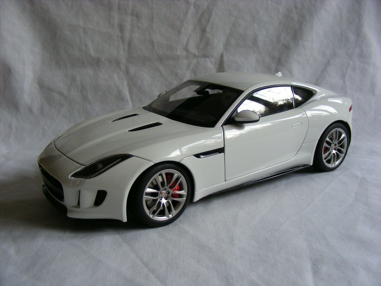 2015 JAGUAR F-TYPE COUPE - 1 18 Scale-AUTOART