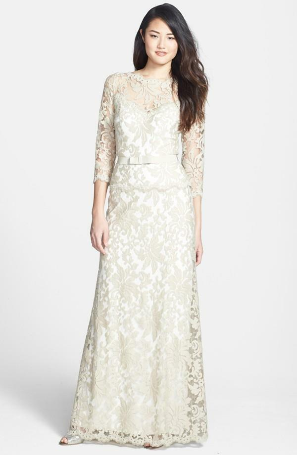 Tadashi Shoji Feather Belted Embroiderot Lace Gown-  Größe 10- (F)