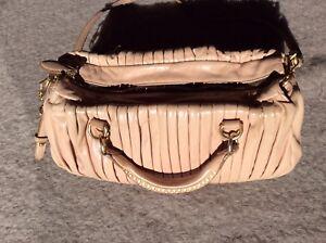 d179d348442fd Das Bild wird geladen Miu-Miu-Matelasse-Handtasche-pink-rose-Umhaengetasche- Handbag-