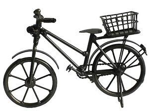 deko miniatur fahrrad mit korb f r geldgeschenke zur dekoration zum geburtstag. Black Bedroom Furniture Sets. Home Design Ideas