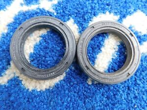 FORD-FIESTA-MK2-XR2-GHIA-REAR-BRAKE-DRUM-OIL-SEALS-NOS-GENUINE-FORD-X2