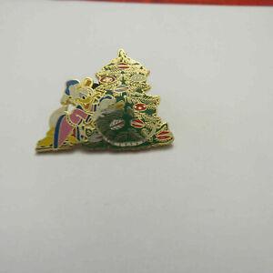 Disney-Donald-Daisy-Christmas-Tree-Japan-Pin