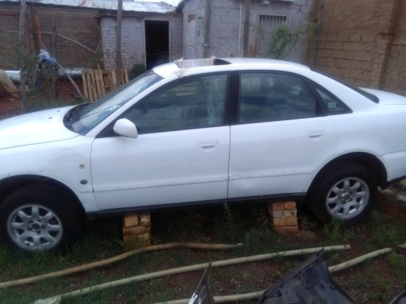 Audi A4 shape B5  stripping 4 parts from R350 up