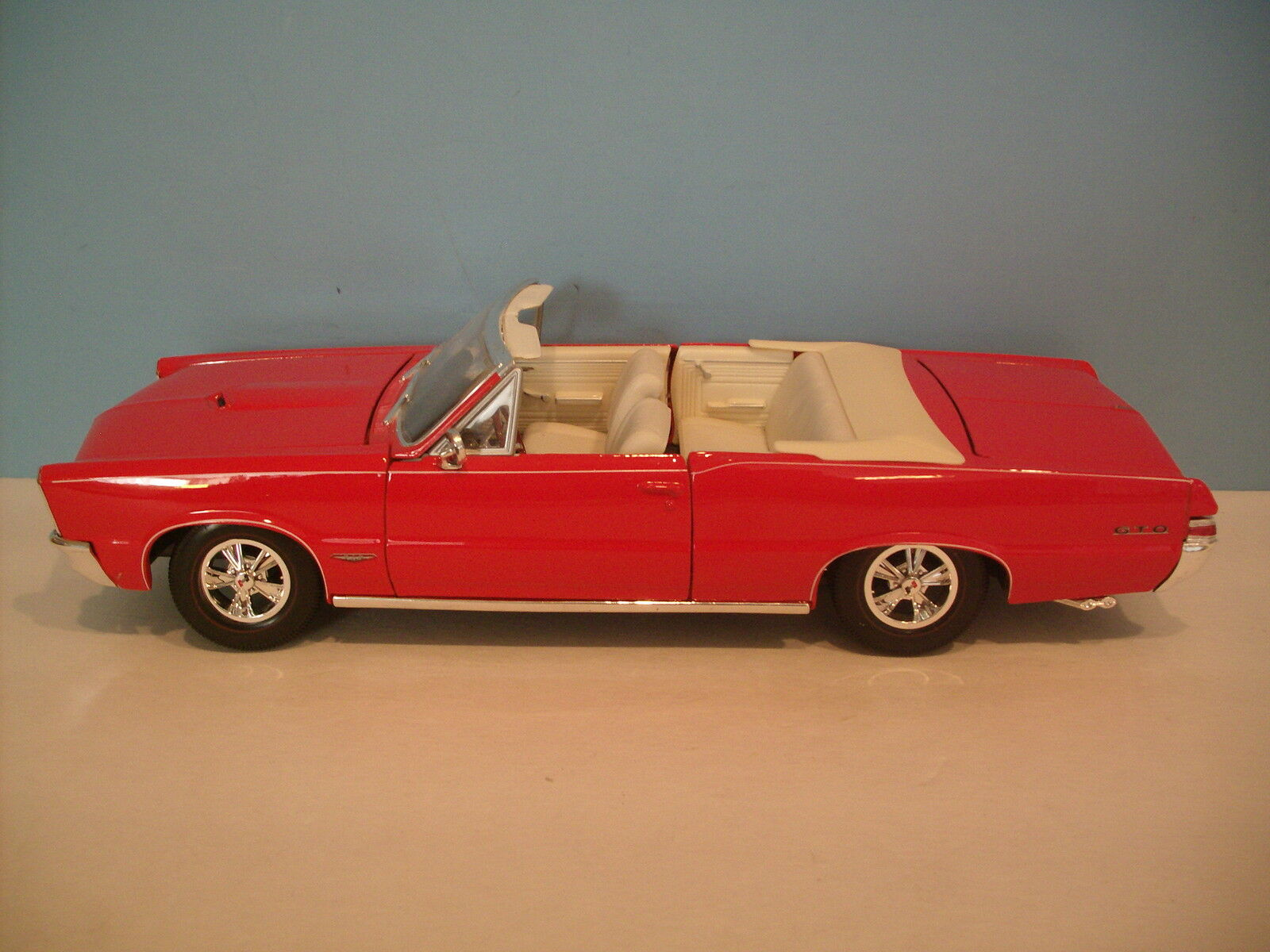 1 18 Scale Maisto RED 1965 1965 1965 PONTIAC GTO CONgreenIBLE Die-cast 379212