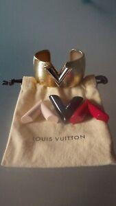9afe3130c6eca Das Bild wird geladen Louis-Vuitton-Armreif-Offenes-Manschetten-Armband-V -Colorama-