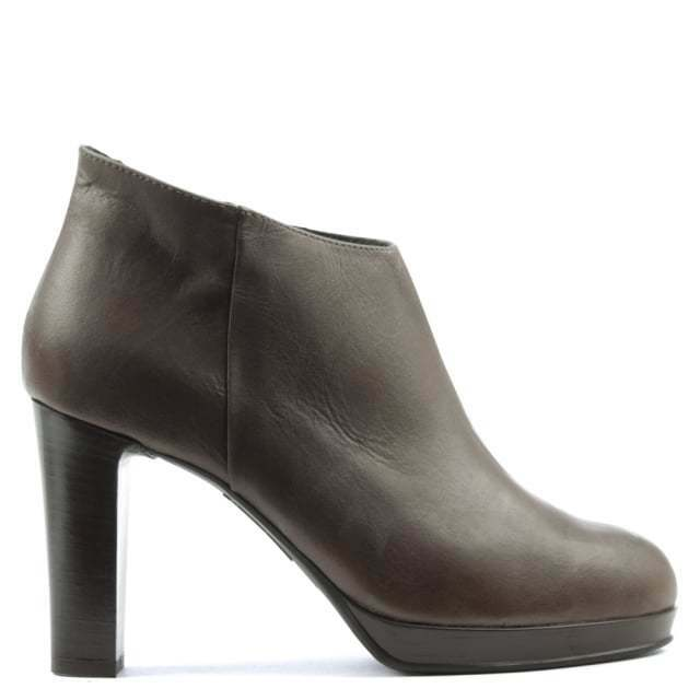 MANAS Leather Asymmetric Top Block Heel Ankle Boots Size 7 40 BNWT  Taupe
