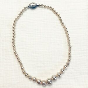 Vintage single strand faux pearl necklace with decorative clasp