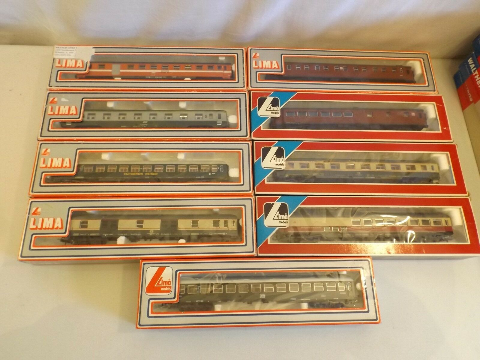 HO lot of Lima passenger cars
