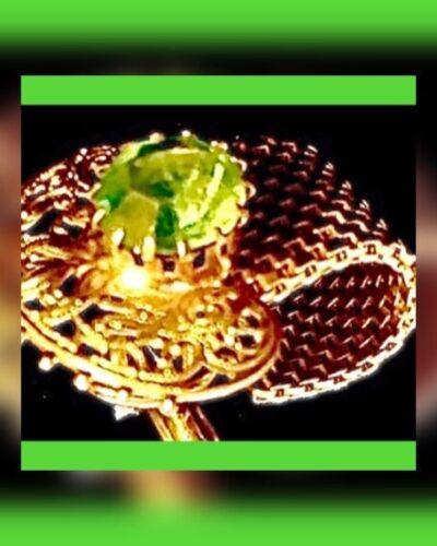 ⭐️⭐️VINTAGE WRAPAROUND FAUX GREEN RHINESTONE CUFFL