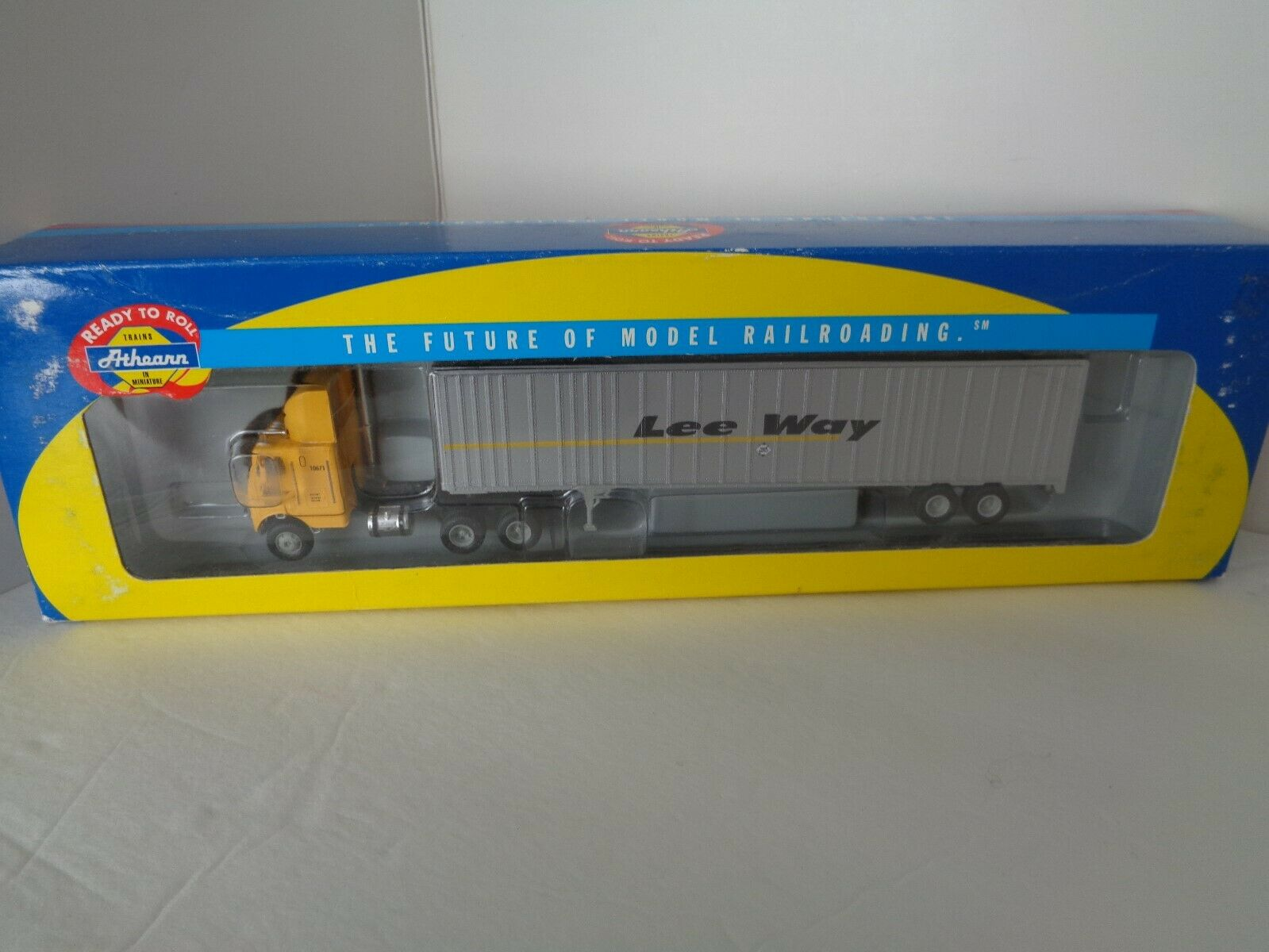Athearn HO  Lee Way  48' Wedge Trailer & Freightliner ATH 91084