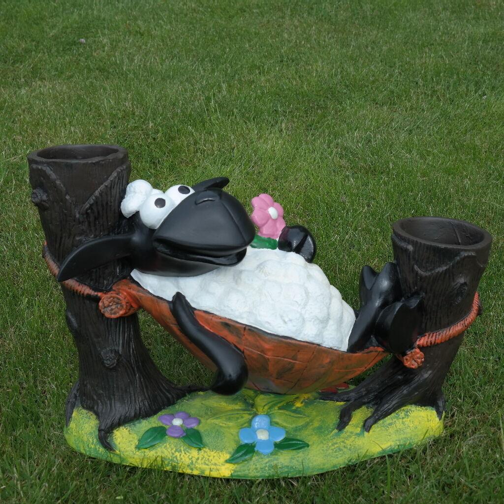 Schaf Molly in Hängematte zum Bepflanzen Tierfigur Deko Garten Terrasse