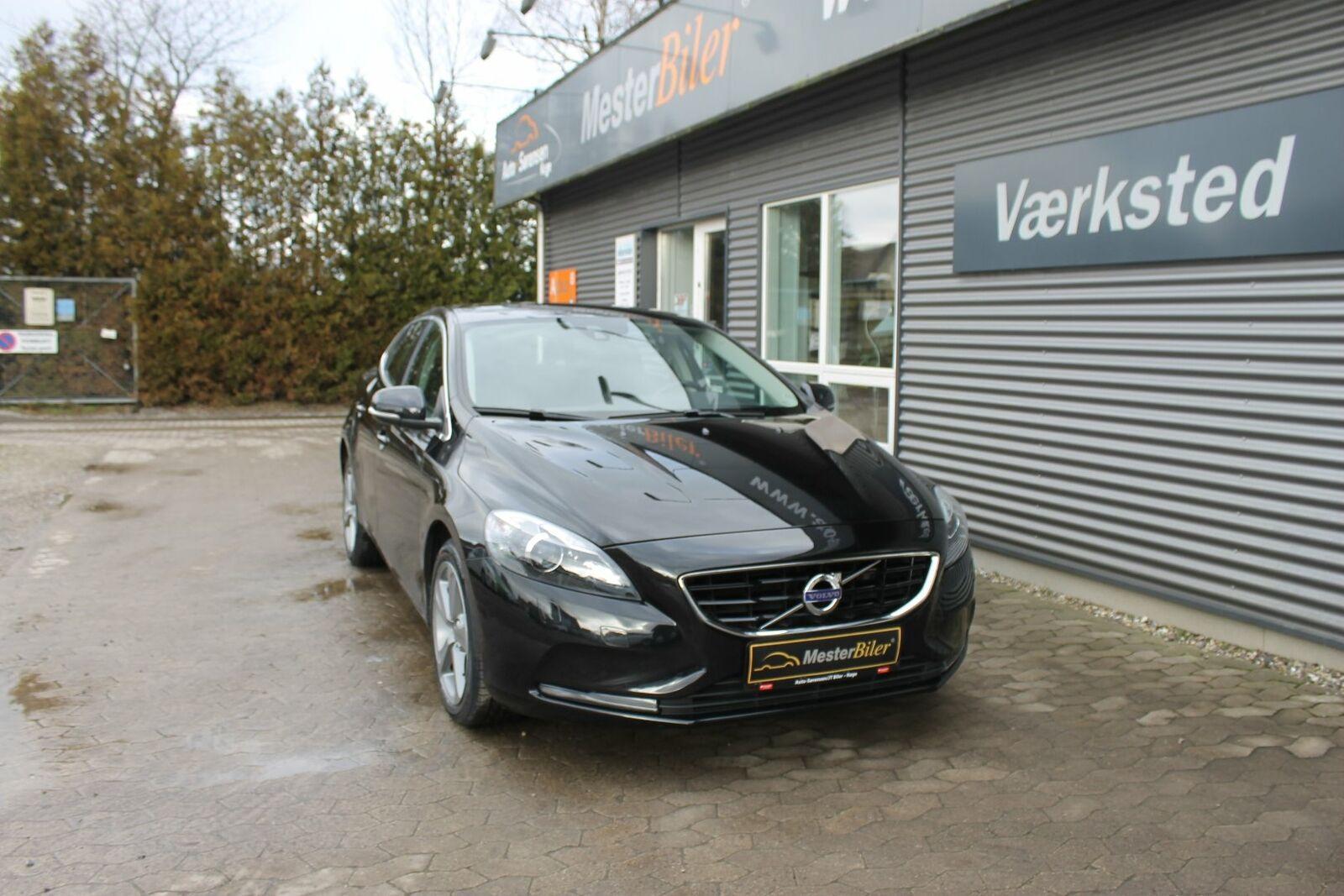 Volvo V40 2,0 D4 190 Momentum aut. 5d - 199.800 kr.
