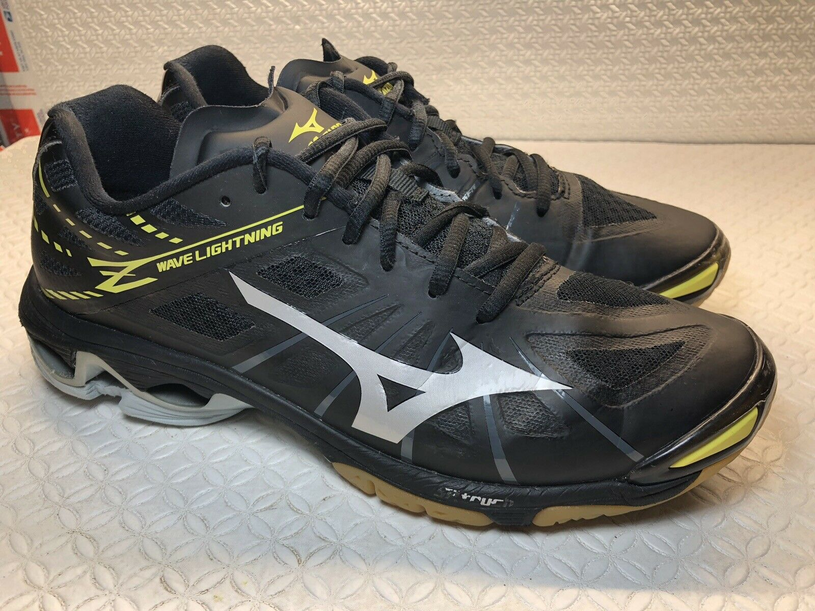 black mizuno volleyball shoes size 9 usa