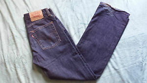 LEVI-039-S-Straight-Leg-Man-039-s-Jeans-Size-W28-L30-in-Very-Good-Condition