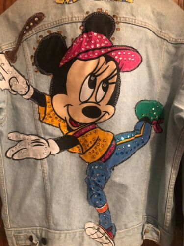 Unique VNTG Minnie Mouse Levi's Denim Jacket W/ Su