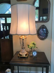 Mid-Century-Hollywood-Regency-Cut-Crystal-Brass-Table-Lamp-Crystal-Pulls